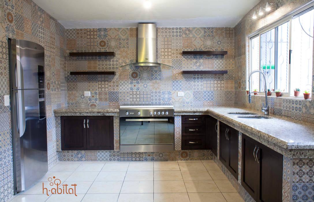 Cocina moderna con azulejo vintage cocinas de estilo por for Cocina moderna y equipada