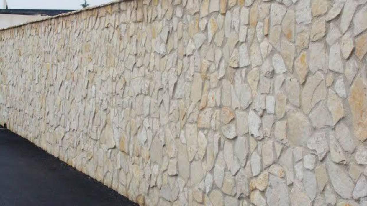 Rivestimento parete esterna scorza di cava di Pietra di Trani: Pareti in stile  di Cava di Trani