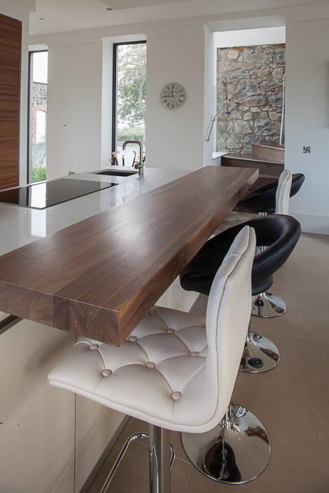 Restoration and extension of Grade 2 Listed country house Cocinas de estilo rural de Des Ewing Residential Architects Rural