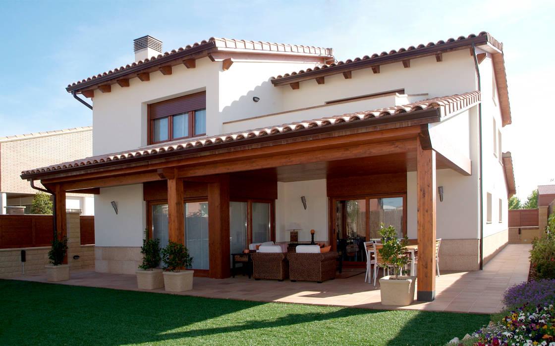 CASA GARRIGUES Casas de estilo mediterráneo de RIBA MASSANELL S.L. Mediterráneo Madera Acabado en madera