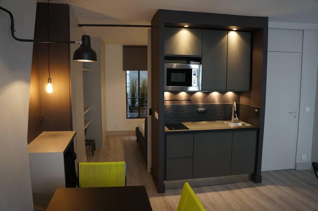 Modern kitchen by Laure van Gaver Modern