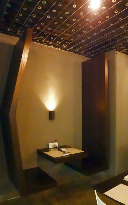 Mesa para dos Comedores de estilo moderno de Katherine Aguilar Moderno Madera Acabado en madera
