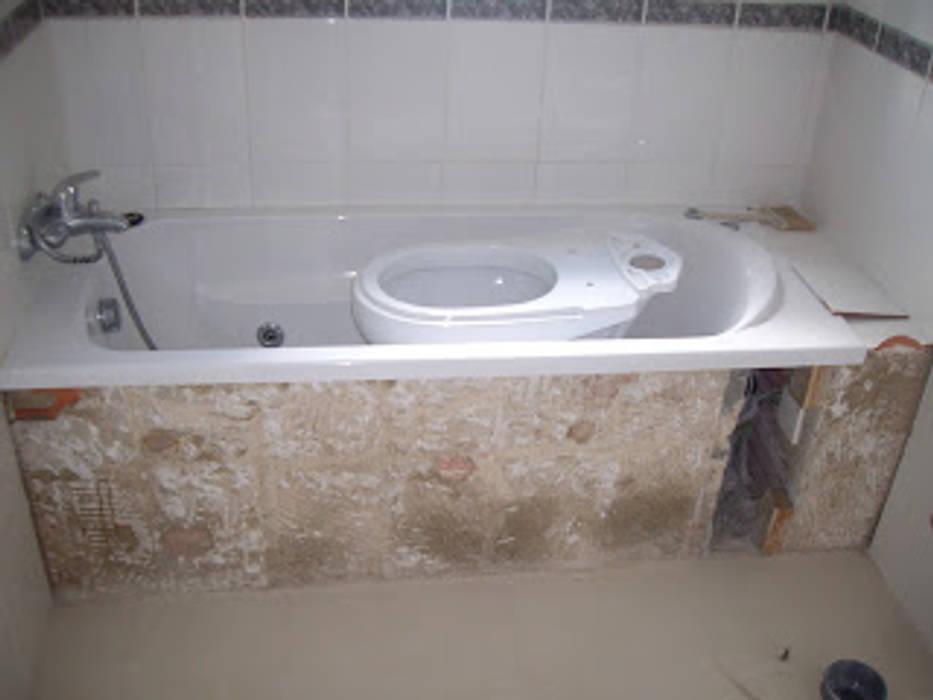 Atádega Sociedade de Construções, Lda Minimalist bathroom White