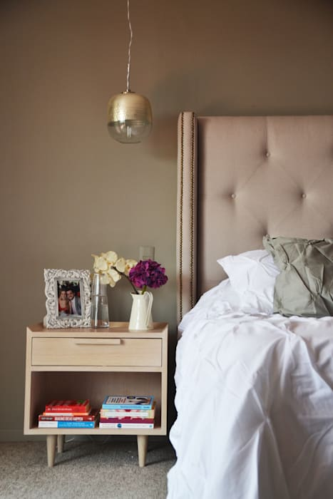 Bedroom by homify, Classic Wood Wood effect