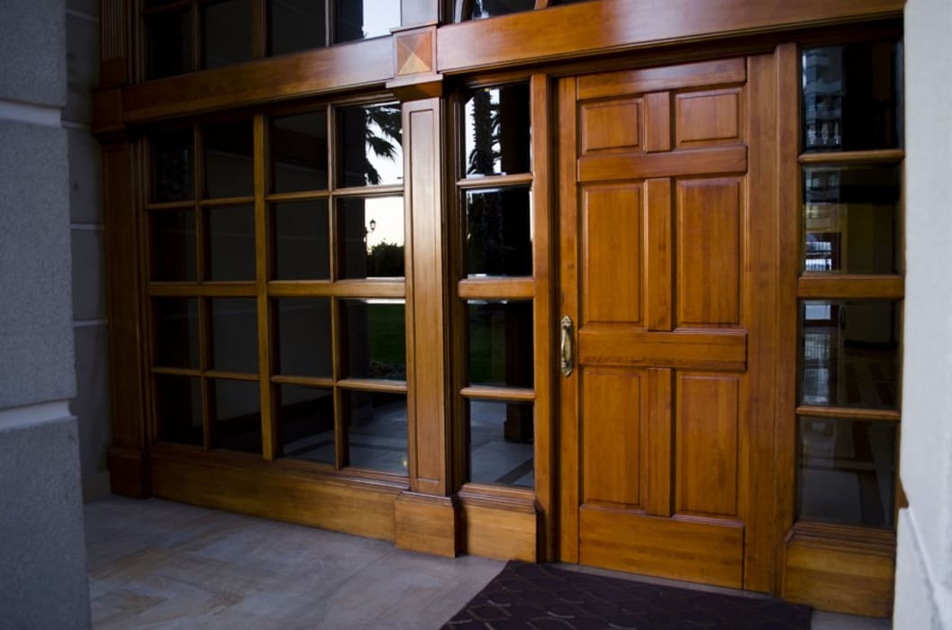 Classic style windows & doors by Ignisterra S.A. Classic Wood Wood effect
