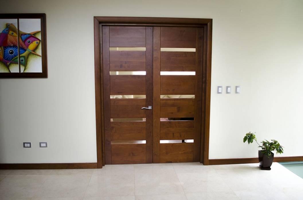 Puerta de acceso modelo Piamonte Puertas y ventanas modernas de Ignisterra S.A. Moderno Madera Acabado en madera