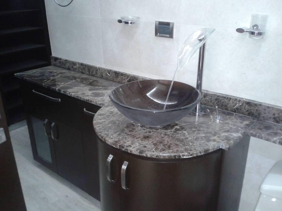 MUEBLE LAVAMANOS BAÑO PRINCIPAL: Baños de estilo minimalista por CelyGarciArquitectos c.a.