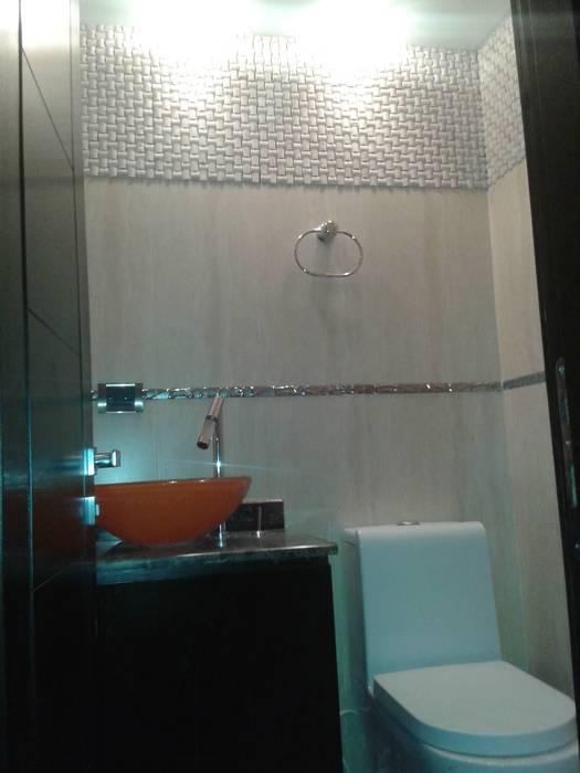 VISTA FRONTAL DE BAÑO DE VISITAS : Baños de estilo  por CelyGarciArquitectos c.a.