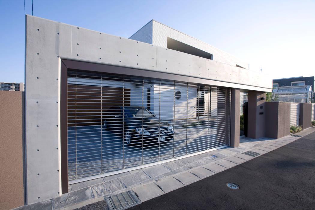 清潔感のあるエレガントな住宅 モダンな 家 の Franka モダン