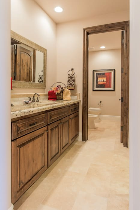 Santaluz Vacant Staged to Sell Mediterranean style bathrooms by Home Staging by Metamorphysis Mediterranean