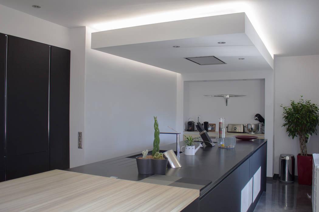 Rénovation d'une cuisine: Cuisine de style  par AMNIOS