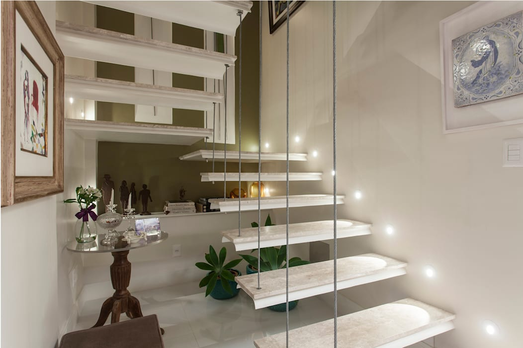 Couloir, entrée, escaliers modernes par Maria Julia Faria Arquitetura e Interior Design Moderne