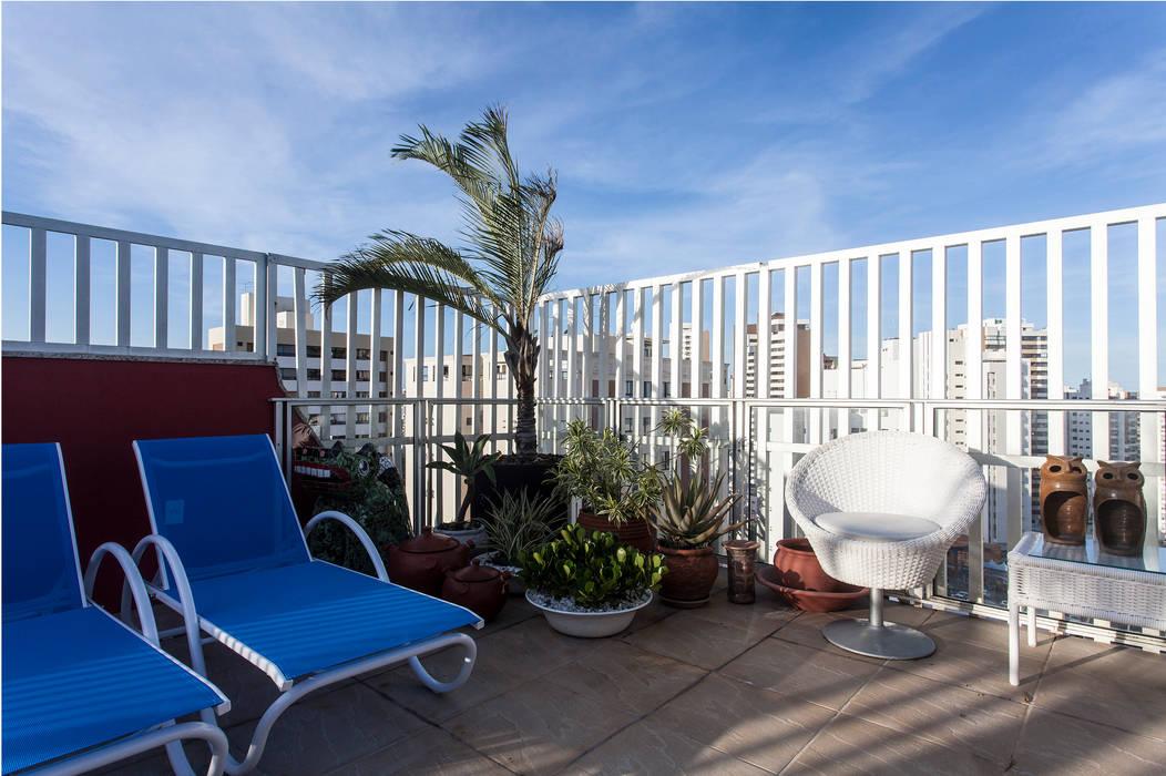 Decoração de Apartamento | Jardim de Verssailles | Salvador-Ba Varandas, alpendres e terraços modernos por Maria Julia Faria Arquitetura e Interior Design Moderno