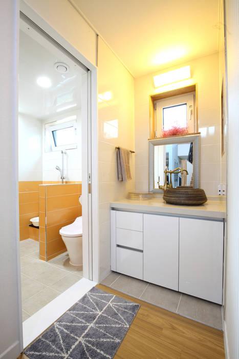 1층 화장실 모던스타일 욕실 by 주택설계전문 디자인그룹 홈스타일토토 모던 타일