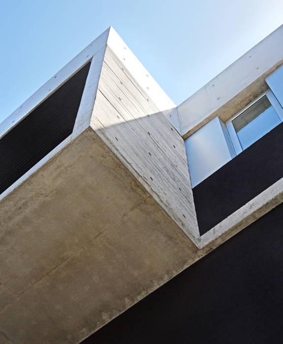 Caja voladora: Casas de estilo moderno por F2M Arquitectos