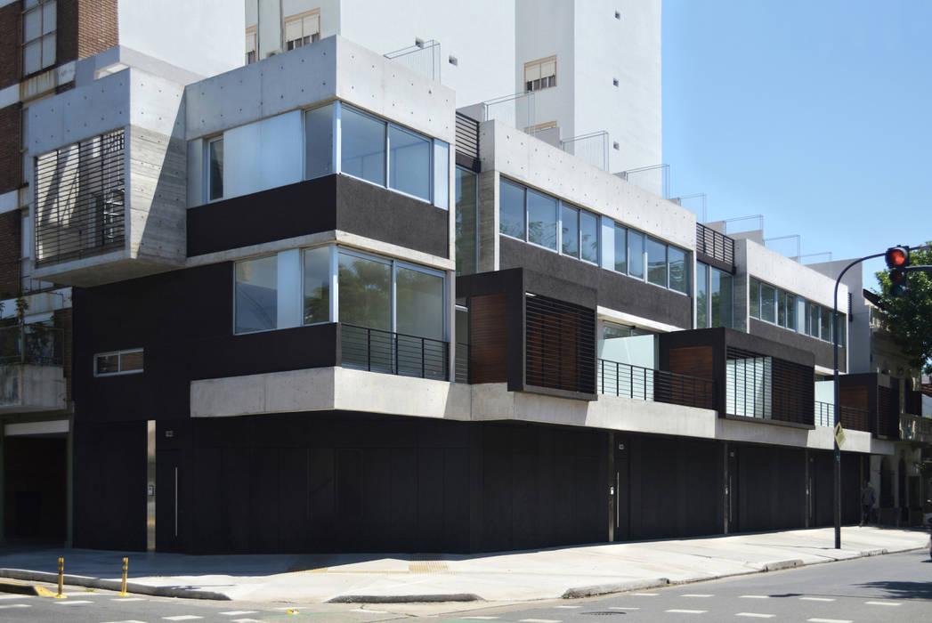Esquina La Pampa y Mariano Acha: Casas de estilo  por F2M Arquitectos,Moderno Hormigón