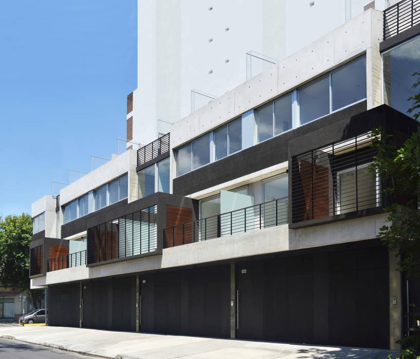Fachada Mariano Acha Casas modernas: Ideas, imágenes y decoración de F2M Arquitectos Moderno Hormigón