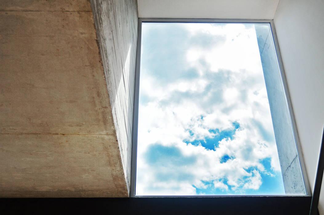 Vista al cielo: Livings de estilo  por F2M Arquitectos,Moderno Hormigón
