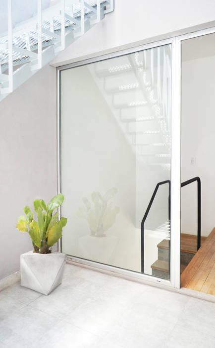Patio privado: Terrazas de estilo  por F2M Arquitectos