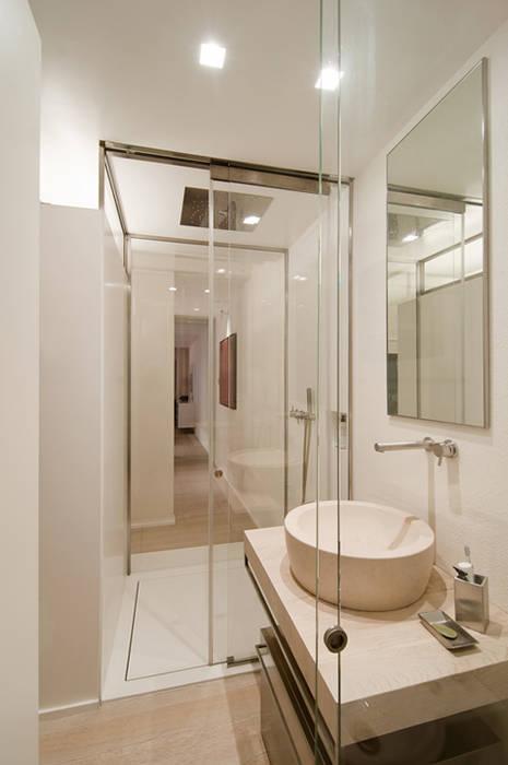 Arredamenti su misura casa realizzati da NIVA-line: Bagno in stile in stile Moderno di Ni.va. Srl