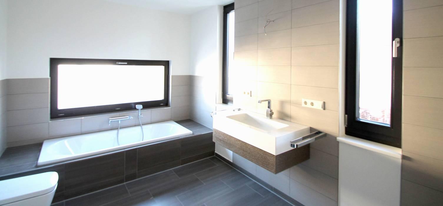 Modern bathroom by Architekturbüro Schumann Modern