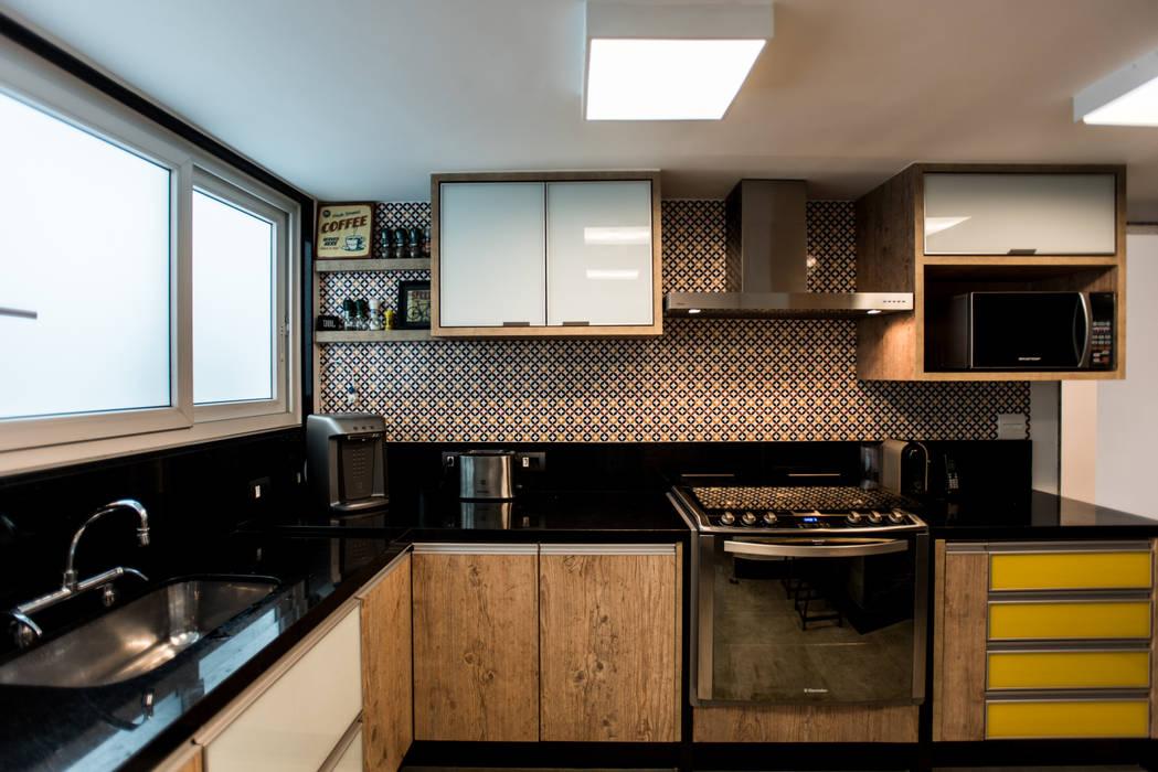 Cuisine moderne par L2 Arquitetura Moderne Bois Effet bois
