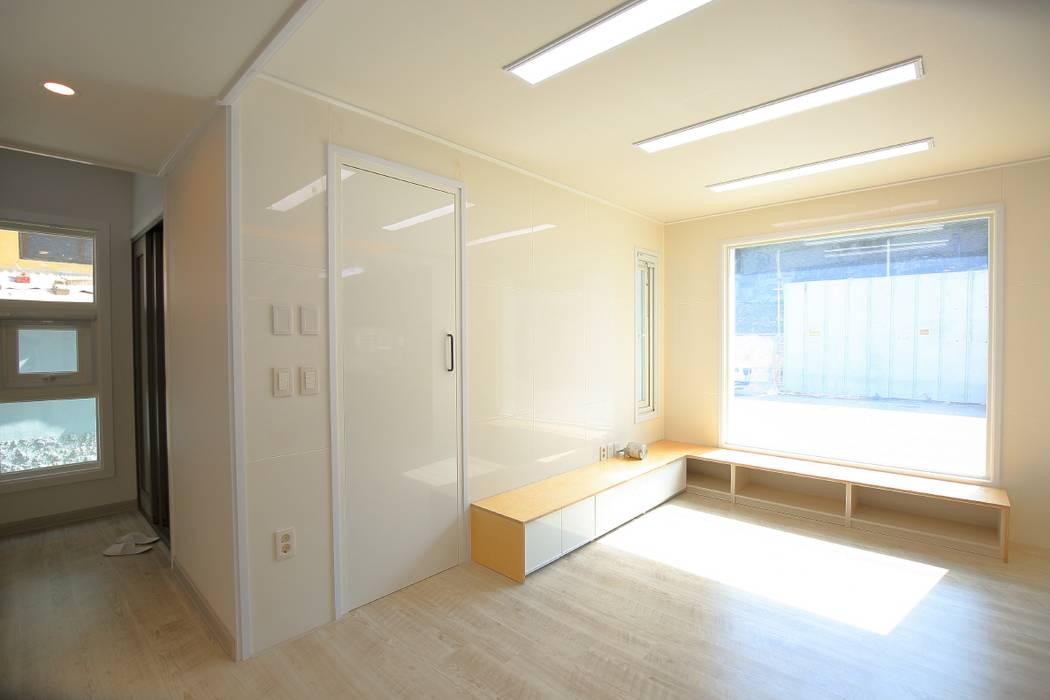 Salones de estilo  de inark [인아크 건축 설계 디자인], Moderno