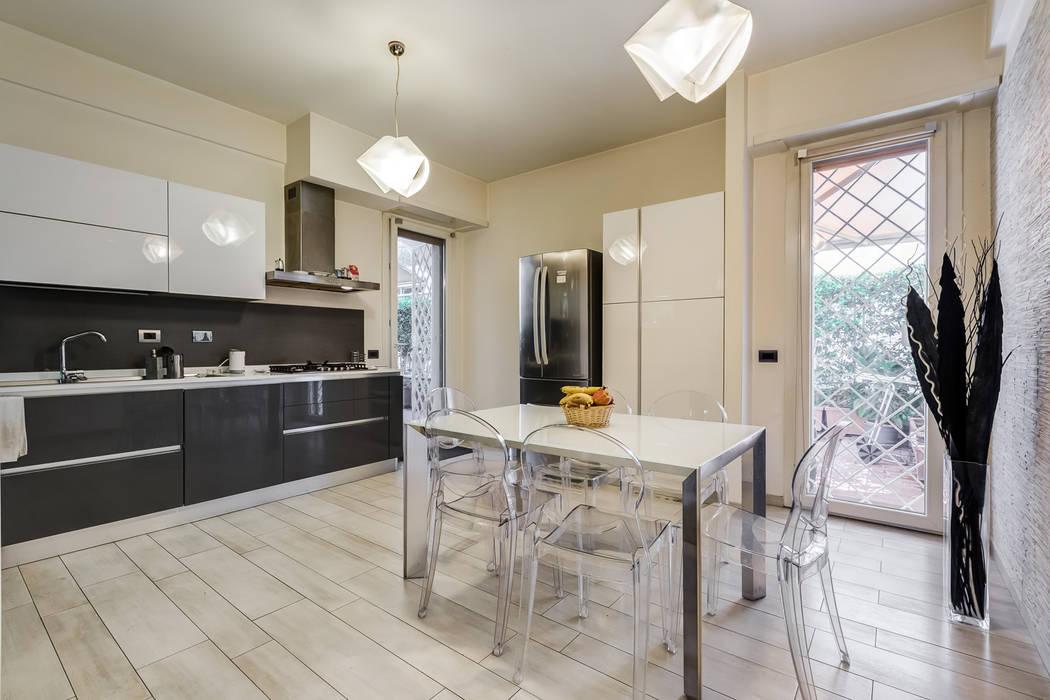 現代廚房設計點子、靈感&圖片 根據 EF_Archidesign 現代風