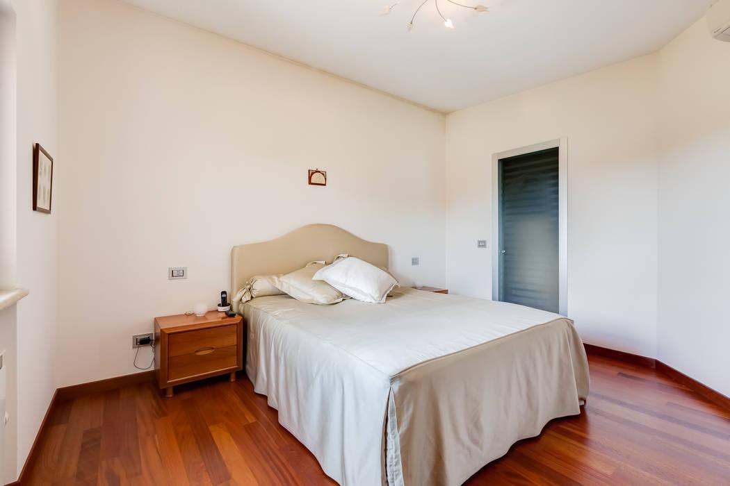 Modern Bedroom by EF_Archidesign Modern