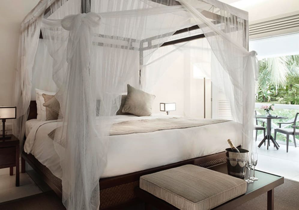 Suite Bedroom Tropical style hotels by Deirdre Renniers Interior Design Tropical