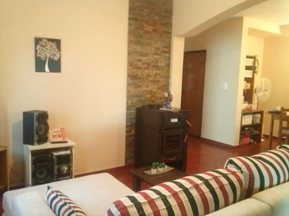 Salas de estar coloniais por MONARQ ESTUDIO Colonial