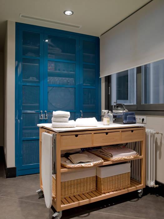 Lavadero con planchador Cocinas de estilo moderno de DEULONDER arquitectura domestica Moderno
