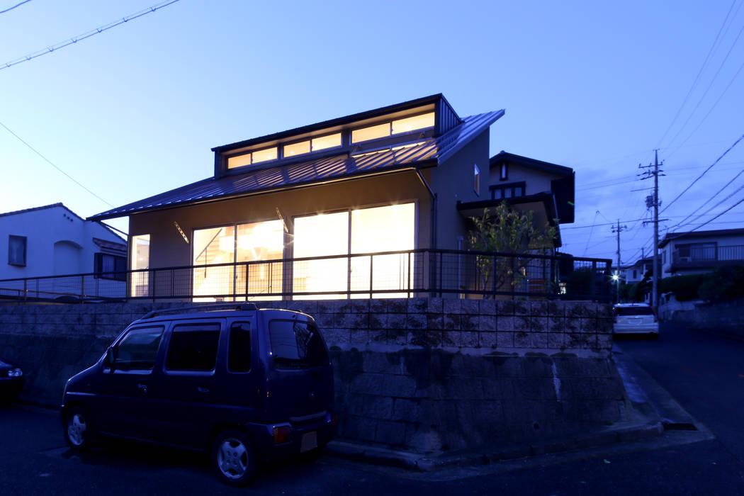 T邸ー屋根窓の家 北欧風 家 の C-design吉内建築アトリエ 北欧
