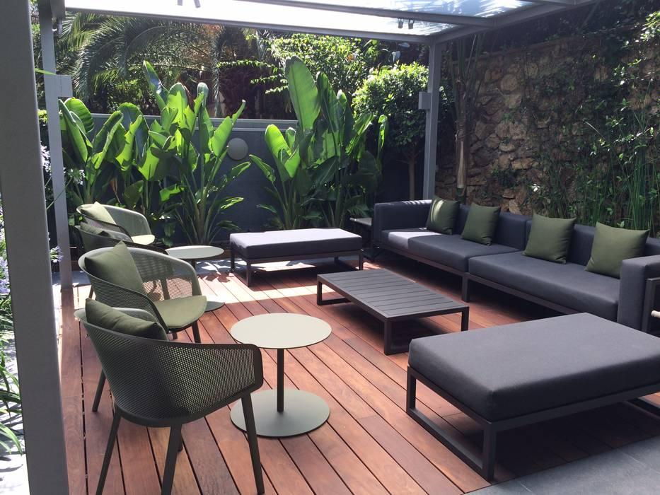 Jardin en Barcelona: Jardines de estilo  de BURESINNOVA S.A.