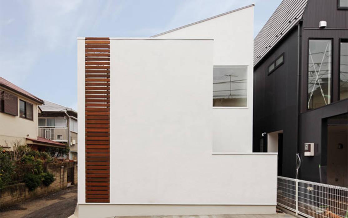 明るく閉じた家: 株式会社Fit建築設計事務所が手掛けた家です。,