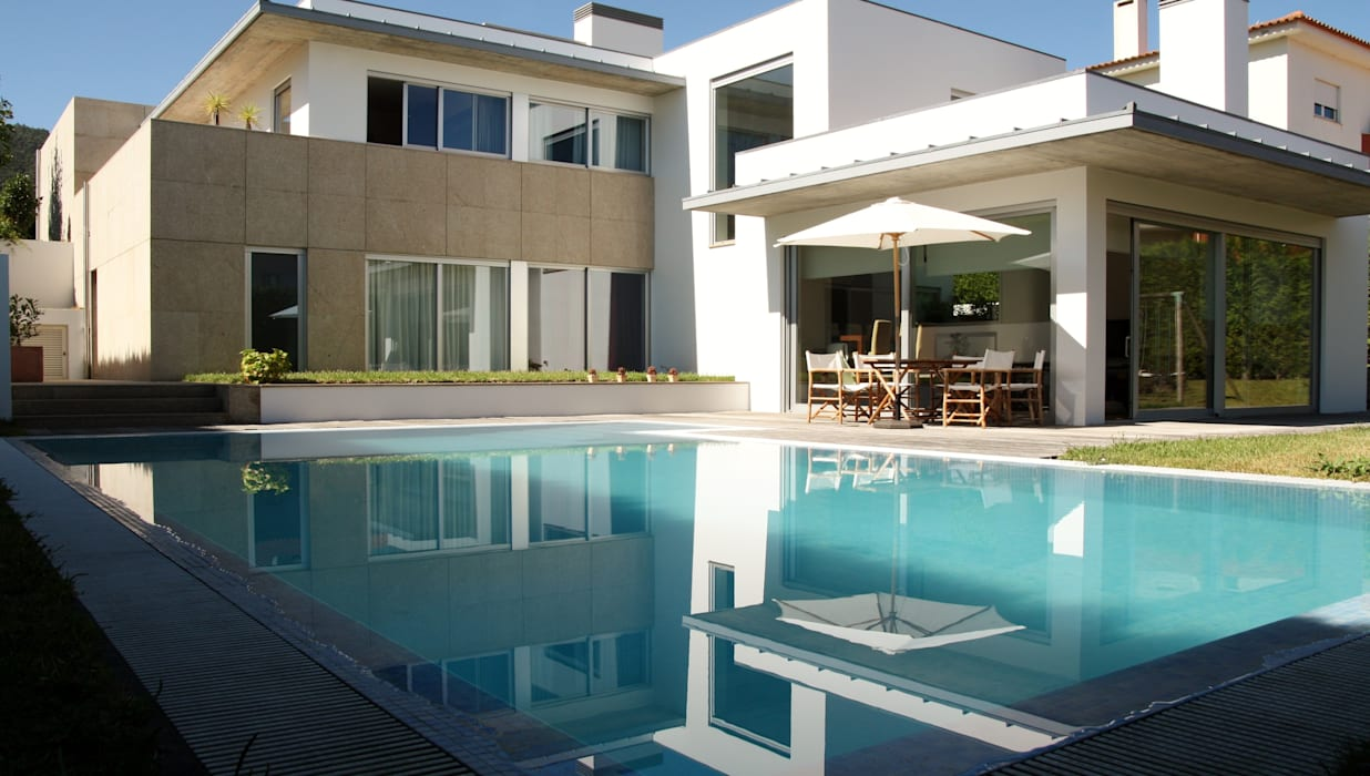 Modern Pool by Valdemar Coutinho Arquitectos Modern