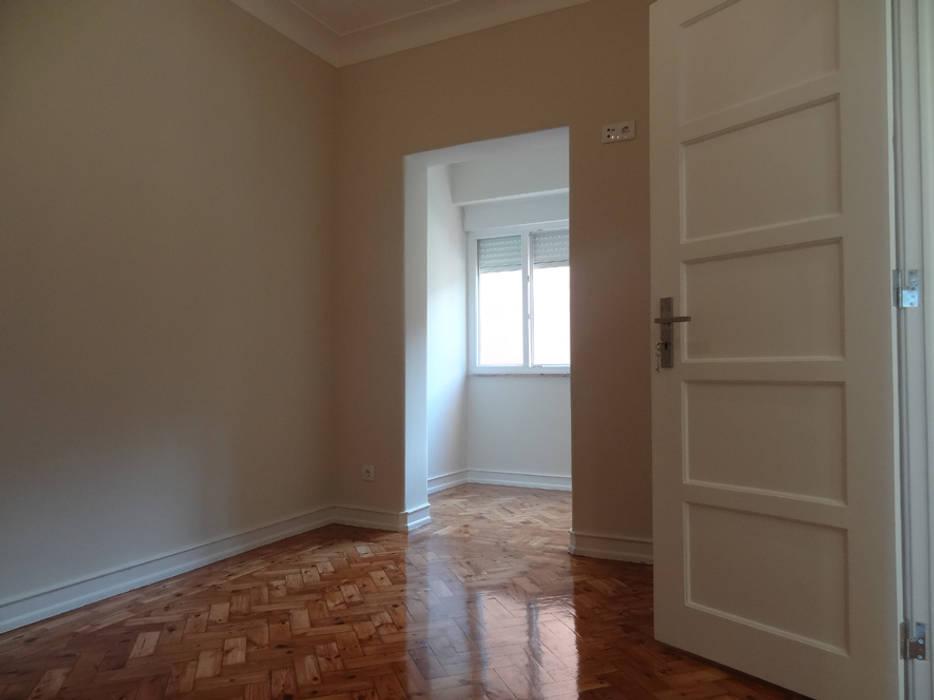 Phòng ngủ phong cách hiện đại bởi Happy Ideas At Home - Arquitetura e Remodelação de Interiores Hiện đại