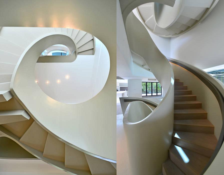 THE RIBBON HOUSE Minimalist corridor, hallway & stairs by FAK3 Minimalist