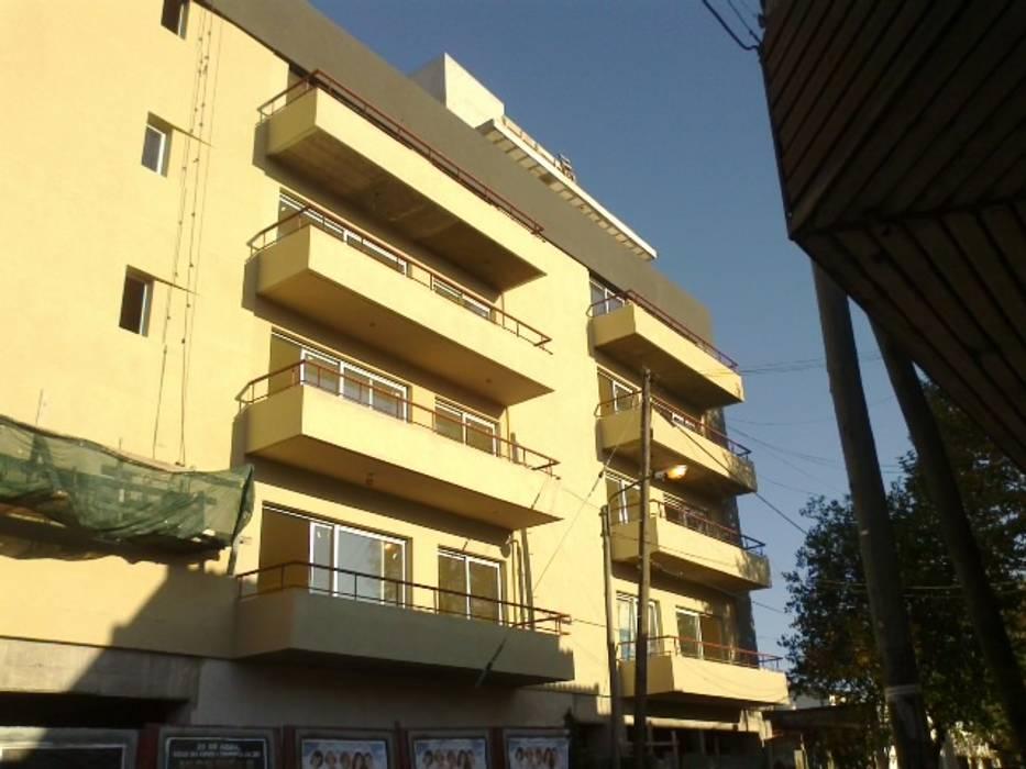 Edificio Los Tilos Estudios y oficinas modernos de Estudio Damiani Moderno