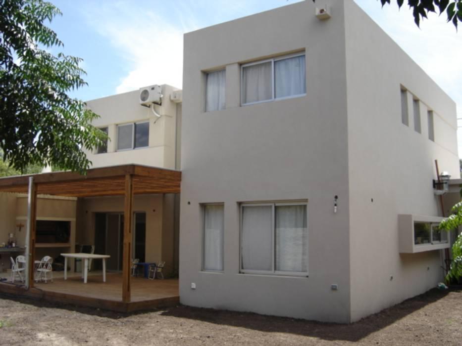 Casa Sarmiento II Estudio Damiani Casas modernas: Ideas, imágenes y decoración