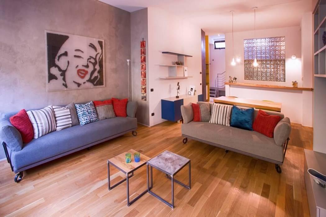 Vista dal soggiorno: Soggiorno in stile in stile Eclettico di Dima snc di Maiocchi Dario e c.