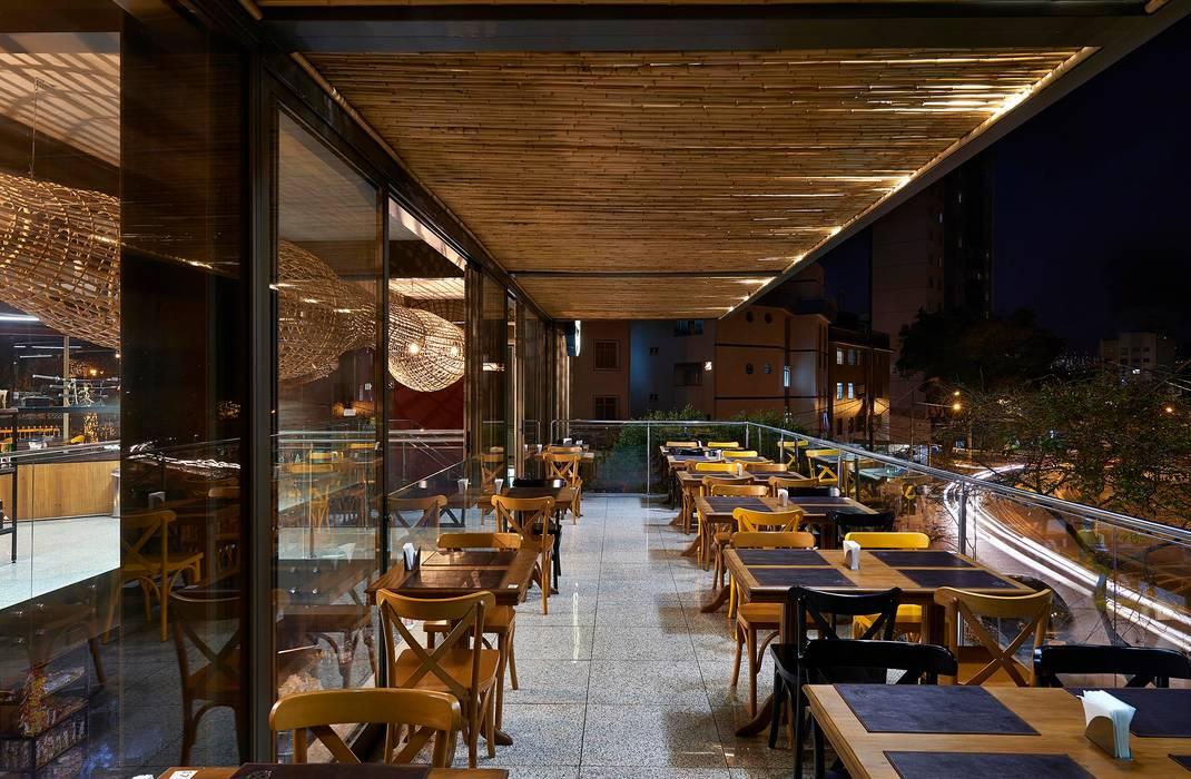 by David Guerra Arquitetura e Interiores Tropical
