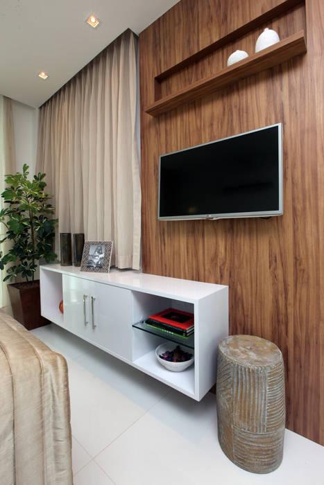 Suite de hospedes Quartos modernos por Eveline Sampaio Arquiteta e Designer de Interiores Moderno MDF