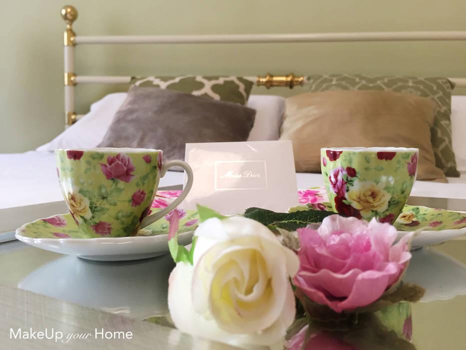 Camera da letto: Camera da letto in stile in stile Moderno di MakeUp your Home