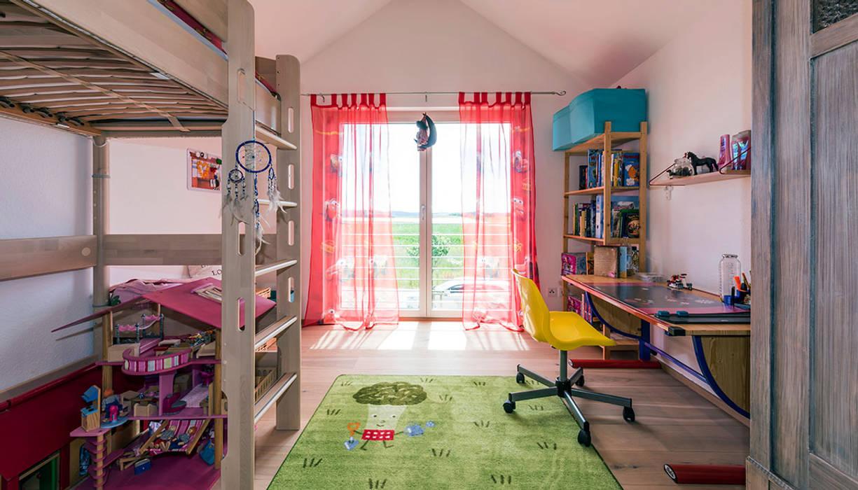 Nowoczesny pokój dziecięcy od KitzlingerHaus GmbH & Co. KG Nowoczesny