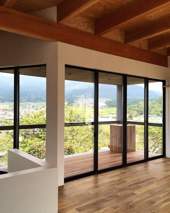 Balcones Y Terrazas Rústicos De Zoya Design Office Rústico