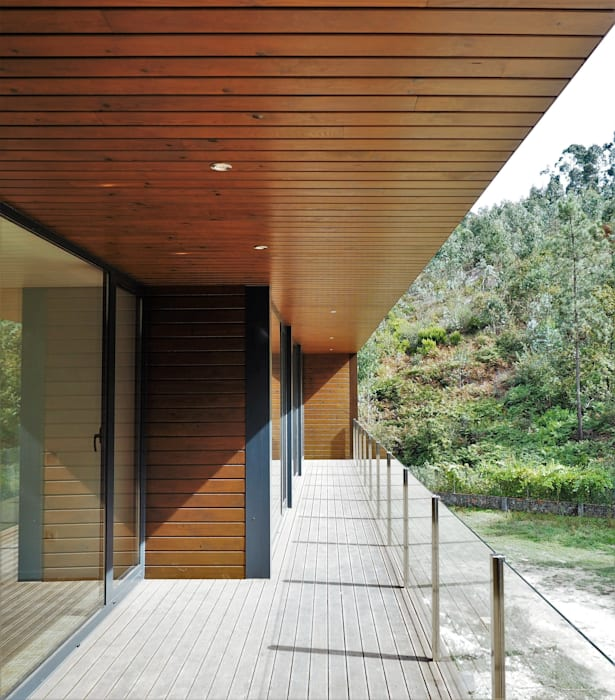 Rumah oleh Lethes House, Modern Kayu Wood effect