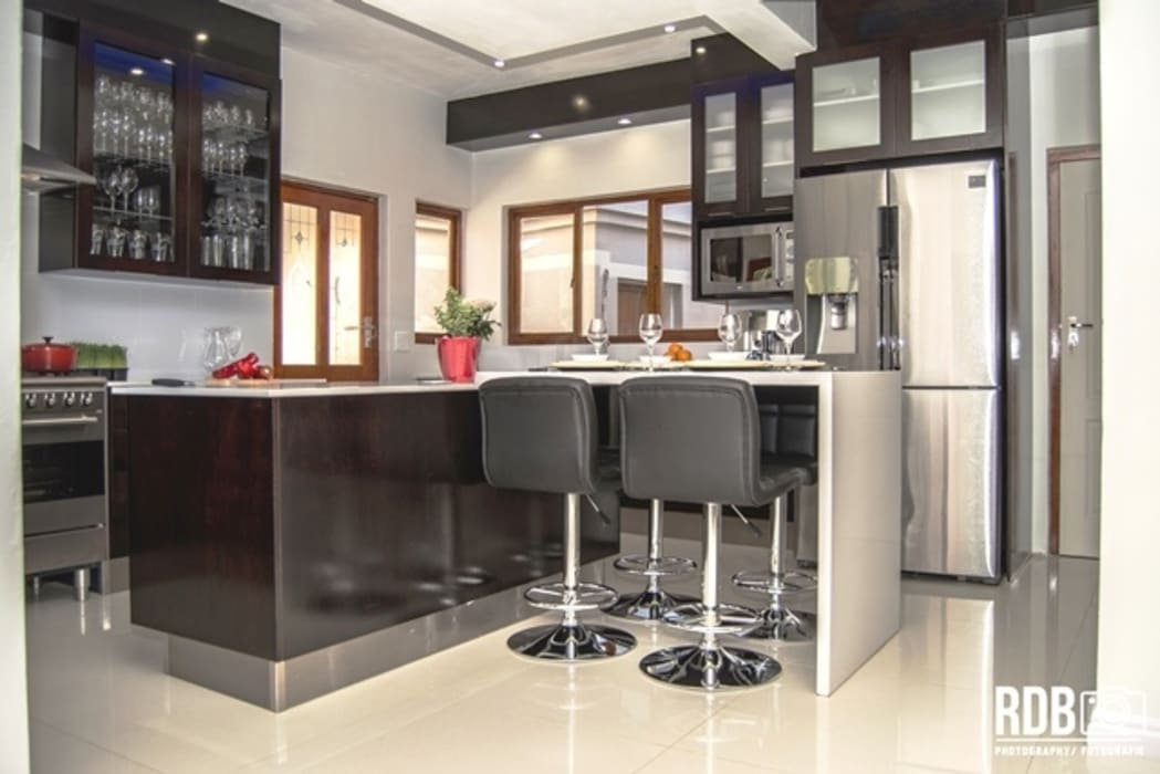 Dark Mahogany Kitchen :  Kitchen by Ergo Designer Kitchens and Cabinetry
