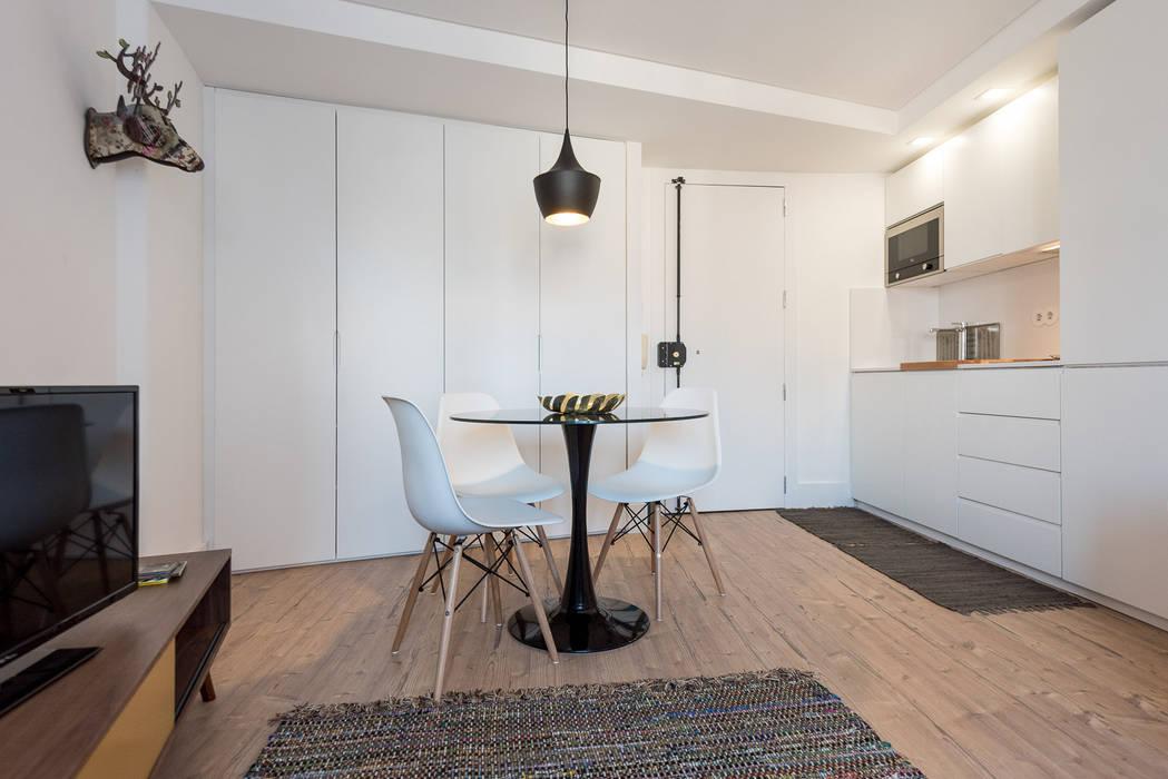 Zona de Refeições_Remodelação Apartamento_Ajuda | Lisboa PT: Salas de jantar  por OW ARQUITECTOS lda | simplicity works,