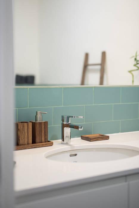 WC_Remodelação Apartamento_Ajuda | Lisboa PT: Casas de banho  por OW ARQUITECTOS lda | simplicity works